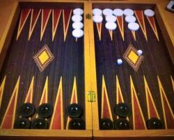Il Tavli, gioco simile al backgammon