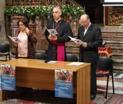 Mons. Raspanti con il vicario generale mons. Giombanco e Barbara Sgroi