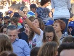 """L'immancabile """"selfie"""" con lo sfondo della piazza"""