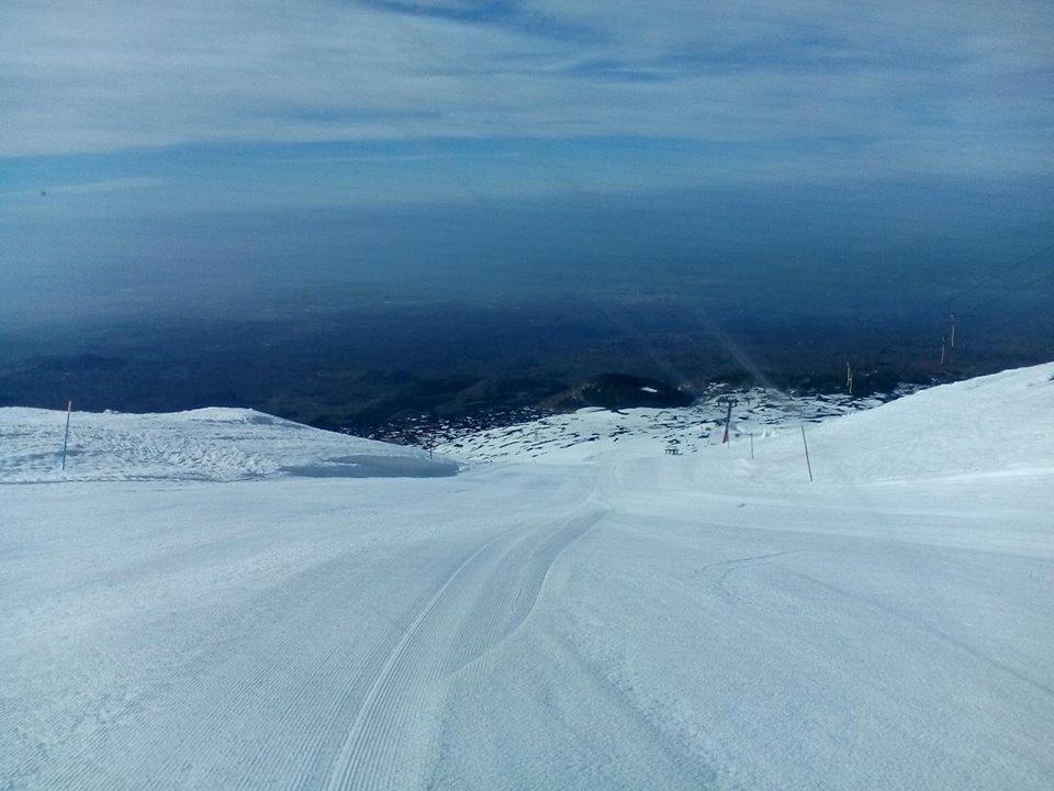 Etna / Finalmente la neve. Mercoledì 20 gennaio (potrebbe) partire la stagione con l'apertura degli impianti di Nicolosi e Linguaglossa