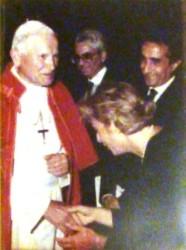 Rino Nicolosi con la moglie ricevuti da Papa Giovanni Paolo II (foto A. Vecchio)