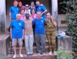 Il gruppo acese con il vescovo di Bissau e due collaboratrici locali