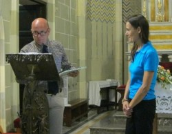 """Letizia mentre riceve il premio """"Sentinella del creato"""" conferitole da Greenaccord"""