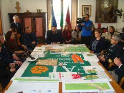 Il sindaco Roberto Barbagallo ed i partecipanti alla conferenza stampa