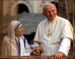 Madre Teresa con Giovanni Paolo II (italiapost)