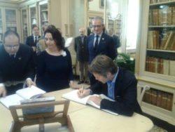 il principe firma il registro