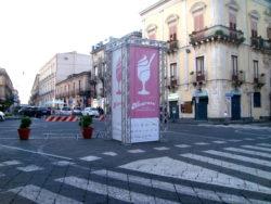 Il totem della manifestazione installato in piazza Duomo
