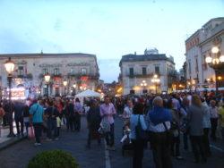 """Piazza Duomo affollata durante la """"Nivarata"""""""