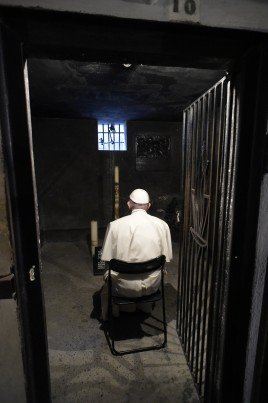 268x403xgmg2016papaAuschwitz23-268x403.jpg.pagespeed.ic.c3ifr6Msed