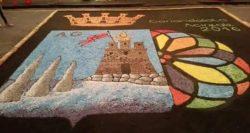 Il mosaico realizzato in piazza Duomo con i coriandoli e la sabbia vulcanica