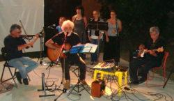 Gesuele Sciacca interpreta in musica alcune poesie, insieme con la sua band