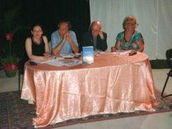 Maria Pia Risa (da sin.), Peppino Vecchio, don Santino Spartà e Anna Bella nel corso della presentazione