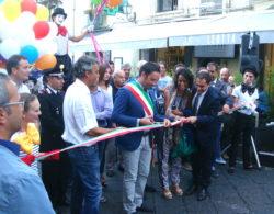 Il sindaco Roberto Barbagallo taglia il nastro inaugurale