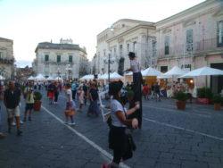 Gli stand della Fiera dello Jonio allestiti in piazza Duomo