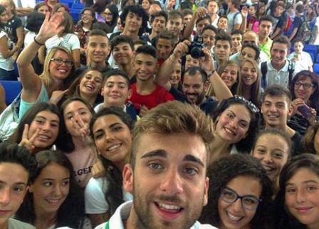 Daniele Garozzo e alcuni studenti presenti