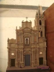 Un presepe artistico ambientato all'interno della basilica acese dei Santi Pietro e Paolo