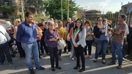 L'assessore al Commercio e Artigianato Alfina Marino (con la fascia tricolore) ha inaugurato il mercato
