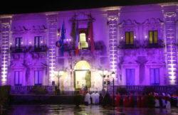 Il Municipio illuminato a giorno per l'occasione