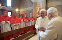 La visita dei nuovi porporati con Papa Francesco al papa emerito Benedetto XVI