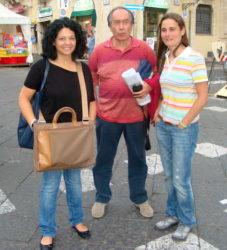 Giusy Spina (a sin.) e Letizia Franzone con Giuseppe Vecchio