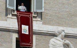 """La domenica del Papa / Missione non è proselitismo. Francesco: """"Annunciare il Vangelo con mitezza e fermezza, senza arroganza o imposizione"""""""