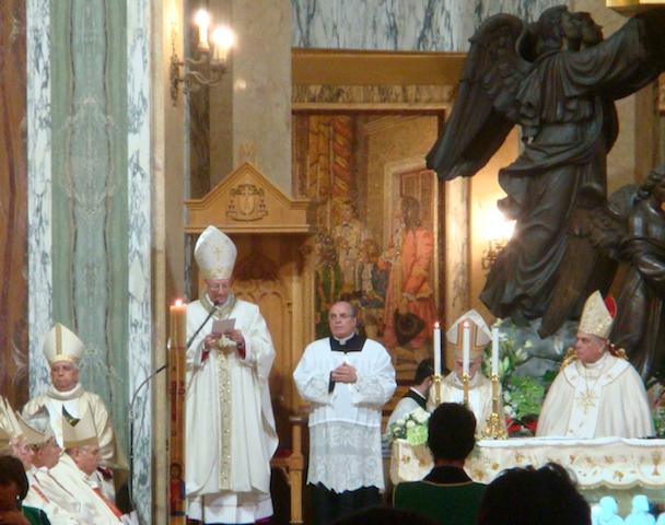 """Ordinazione di Mons. Giombanco – 2 / Le commosse parole di ringraziamento del nuovo Vescovo. """"Chiesa e Istituzioni civili debbono promuovere insieme il bene comune"""""""