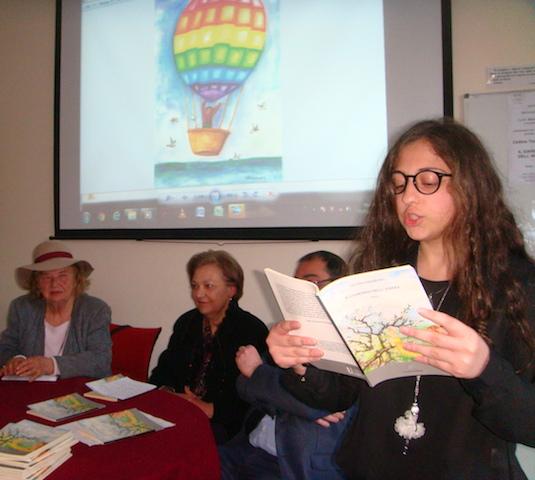 Cultura / Presentata l'opera prima di Cettina Tomarchio, una deliziosa raccolta di poesie che sintetizzano la sua vita