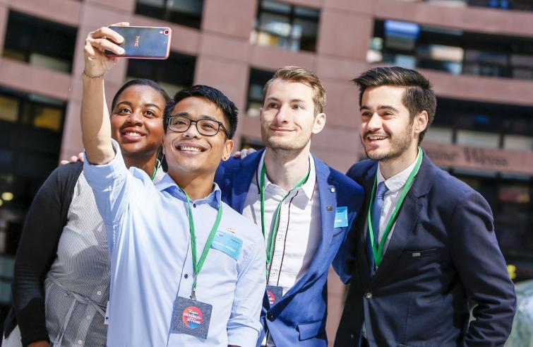 """Erasmus / Da trent'anni l'Europa scommette sui giovani. Juncker: """"Ma occorre investire di più"""""""