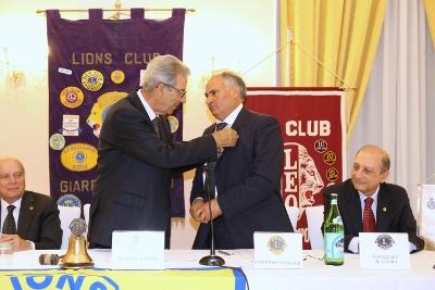 """Club Service / Antonino Anastasi nuovo presidente del Lions Giarre – Riposto, Premio per l'imprenditoria ai titolari della """"Torrefazione Ionia"""""""