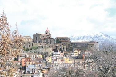 """Libri / Ecco """"Filigrane"""" di Carmela Tuccari, poesie e prosa per raccontare Castiglione di Sicilia. Lunedì 7 la presentazione"""