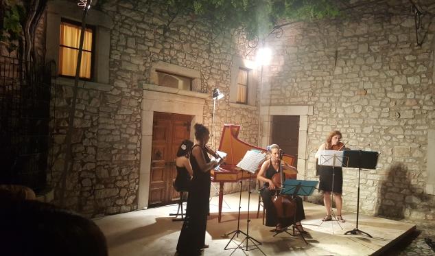 """Intervista / L'amaro sfogo della violinista Ewa Anna Augustynowicz: """"Se invece di suonare musica antica giocassimo a calcio avremmo maggiore seguito"""""""