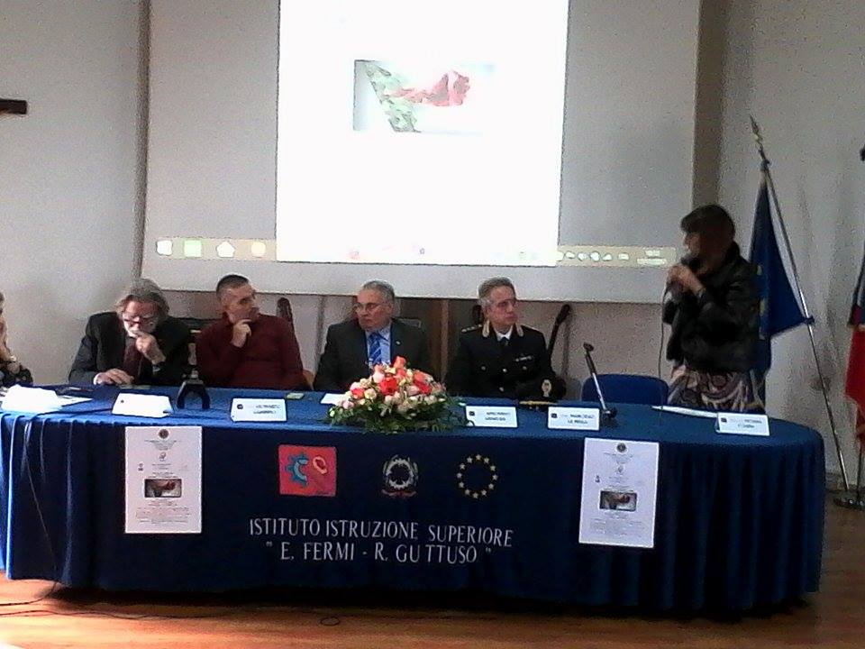 Giarre / Conferenza del Lyons sul cyberbullismo all'istituto Fermi Guttuso