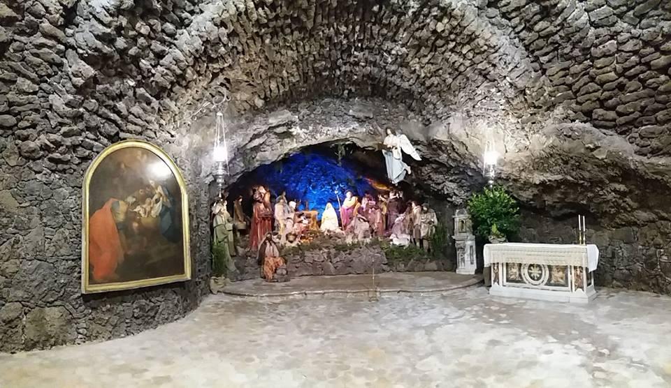 """Tempo di Natale – 2 / Grande afflusso di visitatori alla riapertura al pubblico del settecentesco presepe """"della Grotta"""""""