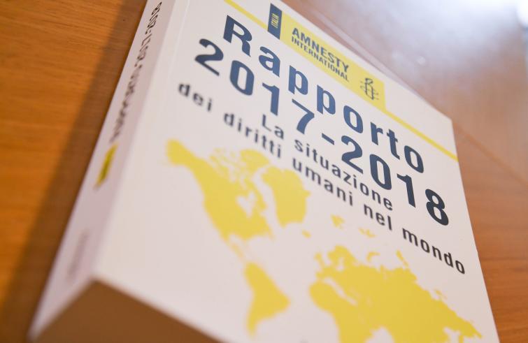 Rapporto 2017 / Amnesty International: aumentano odio e paura nel mondo e sul web. Ma anche chi alza la voce a difesa dei diritti umani