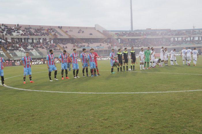 Calcio Catania / Sei gol alla Paganese e tre punti per riagganciare il Lecce