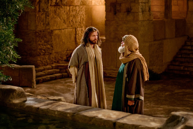 Vangelo della domenica / Gesù è venuto a salvare l'uomo dal peccato. Chi crede in Lui vive nella luce