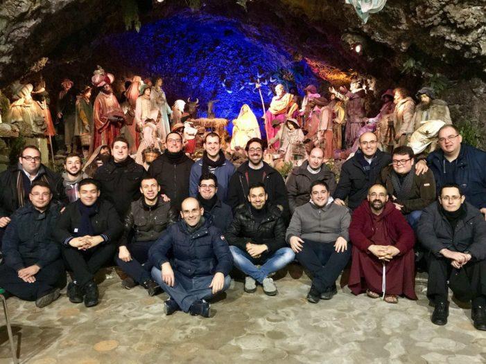 Il Presepe della Grotta / Perché ad Acireale è sempre… Natale. Ricco programma, il 27 conferenza del vescovo Raspanti