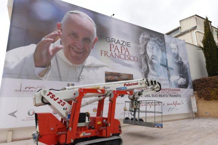 """Visita pastorale / Papa Francesco sui passi di S. Pio da Pietralcina: """"Pregate la Madonna perché i giovani trovino lavoro qui"""""""