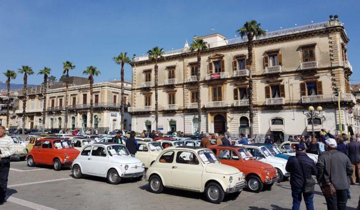 Giarre – Linguaglossa / Raduno organizzato dalle pro loco. Ottanta Fiat 500 in marcia tra i paesi pedemontani