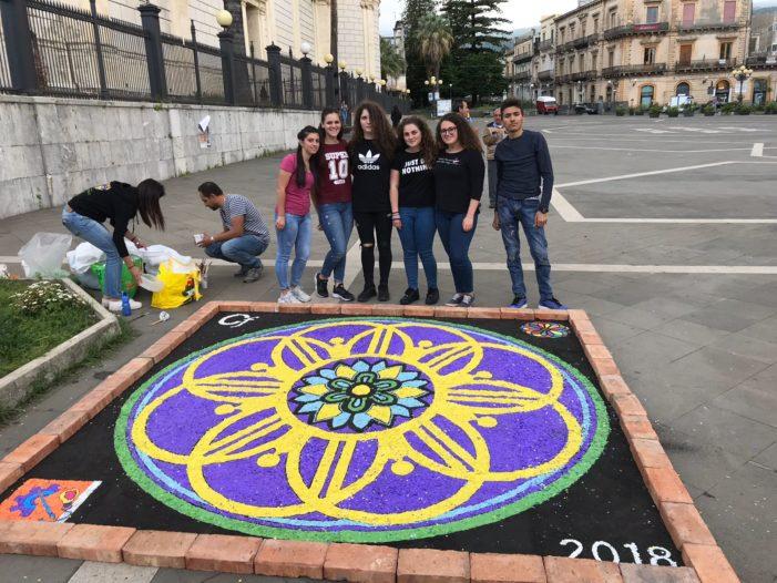 Giarre / Festa di Sant'Isidoro: coriandolata e corteo storico animano le strade del centro cittadino