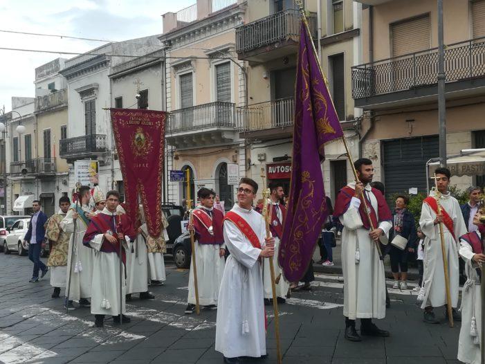 """Giarre / Il corteo di Sant'Isidoro, tra rievocazione storica e fede. Don Nino Russo: """"Uomo semplice e carico d'amore"""""""