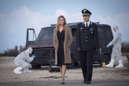 """Televisione / Vanessa Incontrada è """"Il capitano Maria"""", in prima linea per amore della giustizia e della famiglia"""