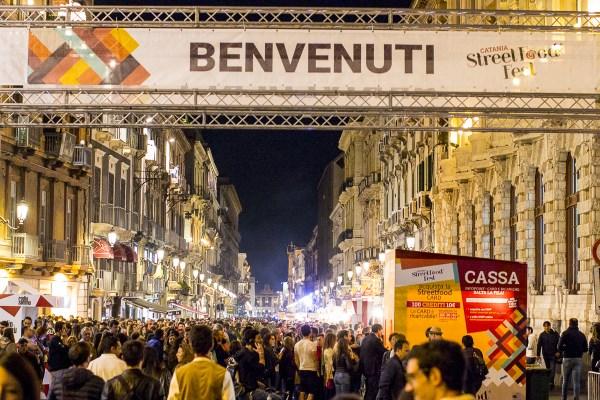 """Catania / """"Street food fest"""": fino a domani cibi di strada da gustare, musica e divertimento"""