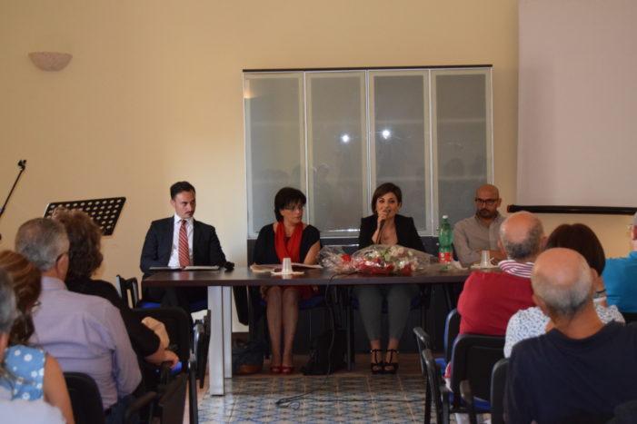Aci Sant'Antonio / Maria Grazia Falsone, poetessa che dà spettacolo, intervistata da Graziella De Maria