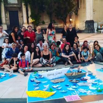 European solidarity / Ad Acireale, in piazza Duomo tanta gente solidale con i migranti. Anche il nuovo sindaco