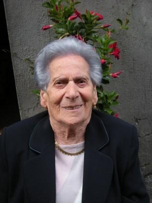 Randazzo / Festa grande per i cento anni di Antonina Giglio: rinfresco all'aperto e una pergamena