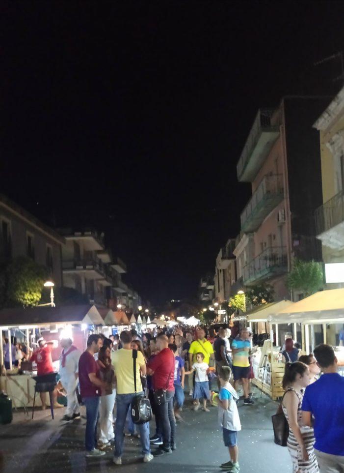 """Valverde / La """"Festa della birra"""" riempie piazza del Santuario. Il sindaco Angelo Spina: """"Tutto è andato per il verso giusto"""""""
