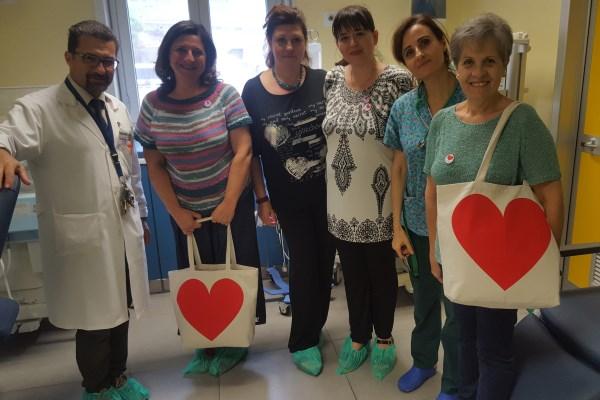 """Ospedale Cannizzaro / Dalla Onlus """"Cuore di maglia"""" doni ai prematuri della Terapia intensiva neonatale"""