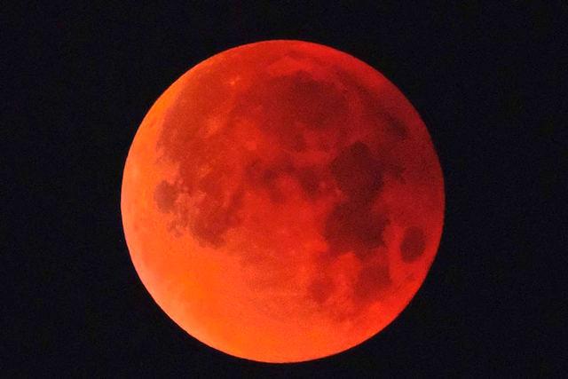 Otium et negotium 32 / La sera del 27 luglio potremo vedere la Luna rossa nell'eclisse più lunga del secolo