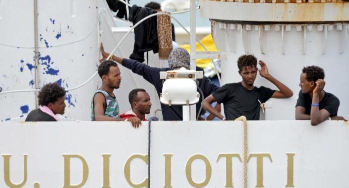 """Migranti / Nave Diciotti, don Maffeis (Cei): """"La nostra è una risposta di supplenza"""". Generosità spontanea da tante diocesi"""
